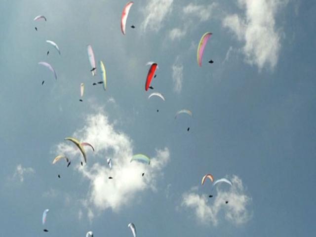 Portekiz yamaç paraşütleriyle renklendi
