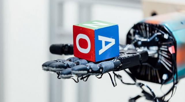 OpenAI araştırmacıları robotik ele yeni görevler öğretiyor