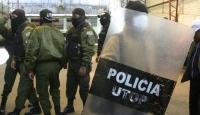 Bolivya'da Polisler Karakolu Bastı