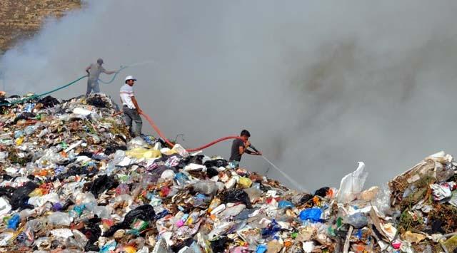 Manisada çöplük yangını