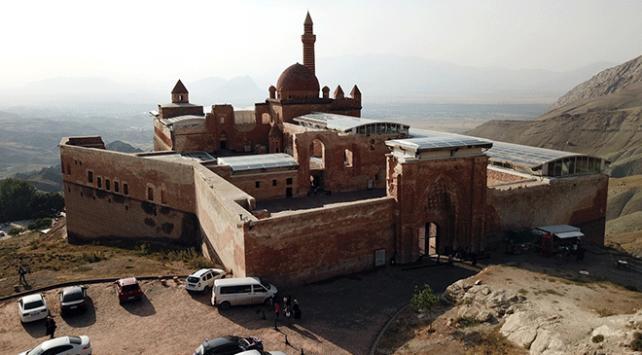 İshak Paşa Sarayına ilgi her geçen gün artıyor