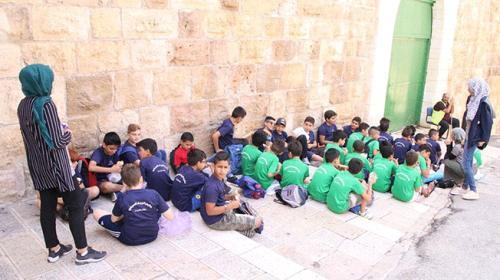 Mescid-i Aksa'da toplanan çocuklar Filistin için şarkı söyledi