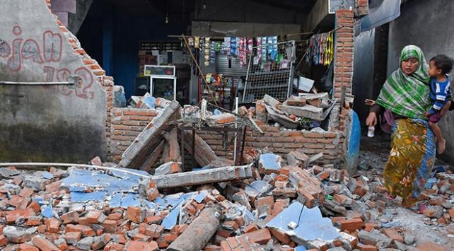 Endonezyada 7 büyüklüğünde deprem: 91 kişi öldü