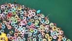 Çinde yüzlerce vatandaş dev havuzda serinliyor