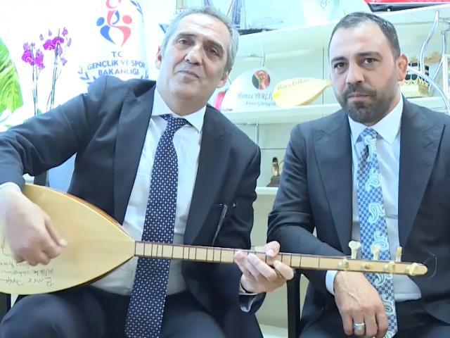 Yavuz Bingöl ve Hamza Yerlikaya Erdoğan ve Mehmetçik için türkü söyledi