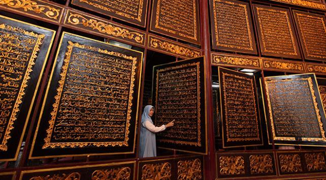 Ahşap Kuran-ı Kerime dünyanın dört bir yanından ziyaretçi akını