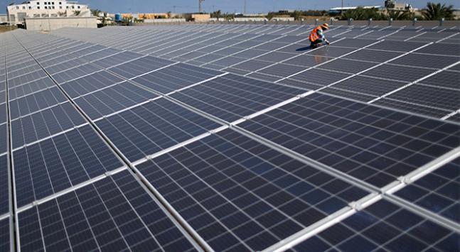 Filistinde çatı ve tarlalara güneş enerji panelleri kuruldu