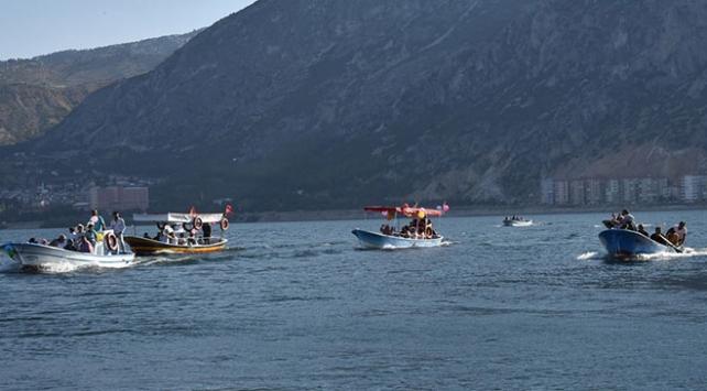 Isparta Eğirdir Gölü 20 tekneli sünnet konvoyu ile renklendi