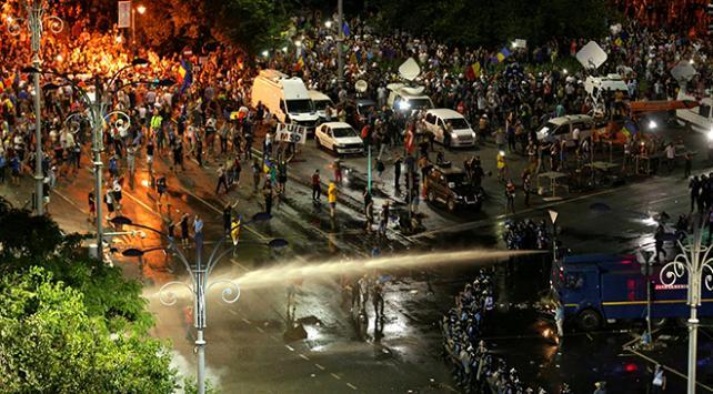 Romanyada diaspora mitingi çatışmaya dönüştü
