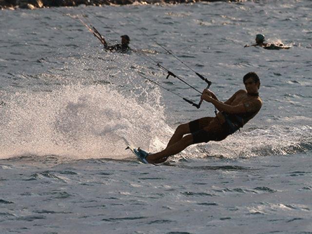 Denizde rüzgarla dans nefes kesti