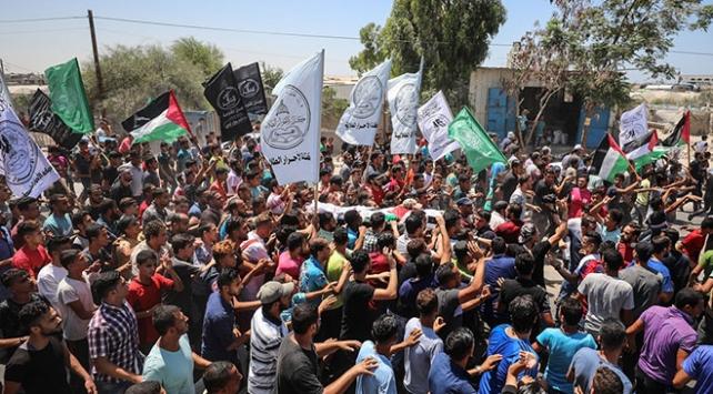 İsrail askerlerinin şehit ettiği 3 Filistinli son yolculuğuna uğurlandı