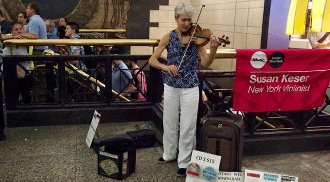 New York metrosunun neşesi müzisyenler