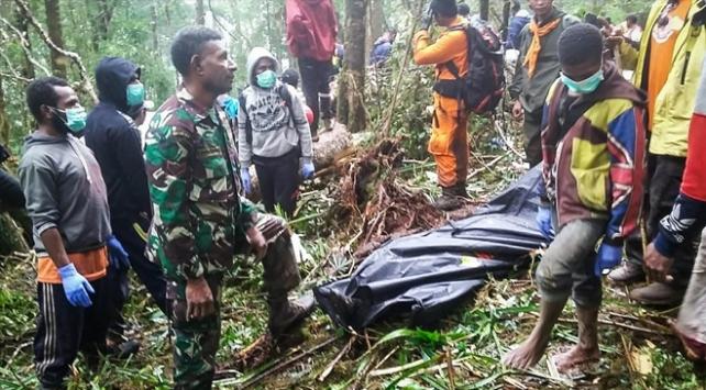 Endonezyada düşen uçağın enkazına ulaşıldı