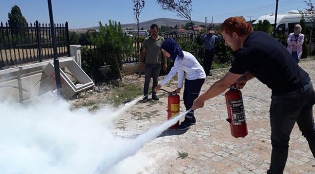 Kırşehirde sağlık çalışanları yangın söndürme tatbikatı yaptı