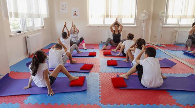 Özel çocuklara yoga ve duyu bütünleme ile terapi yapılıyor