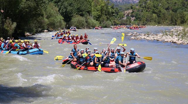 Köprülü Kanyonda rafting yoğunluğu yaşandı