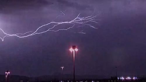 ABD'nin Işıklar Şehri Las Vegas şimşeklerle aydınlandı