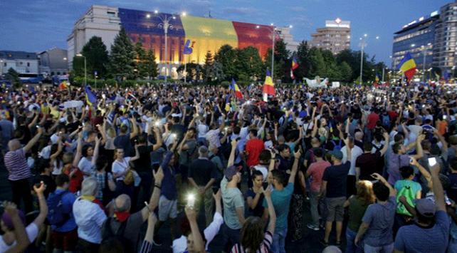 Romanyada hükümet karşıtı gösteriler sürüyor