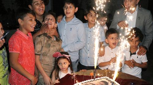 Şehit çocuğuna sürpriz doğum günü kutlaması