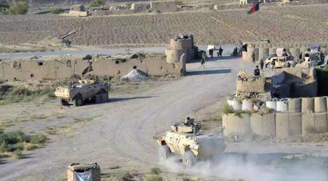 Afganistanda Talibandan askeri kampa saldırı