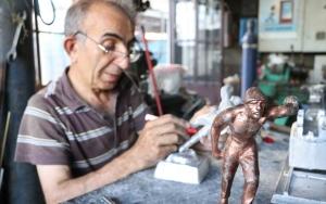 """Mini madenci heykelleri """"Remzi Usta""""nın elinde şekilleniyor"""