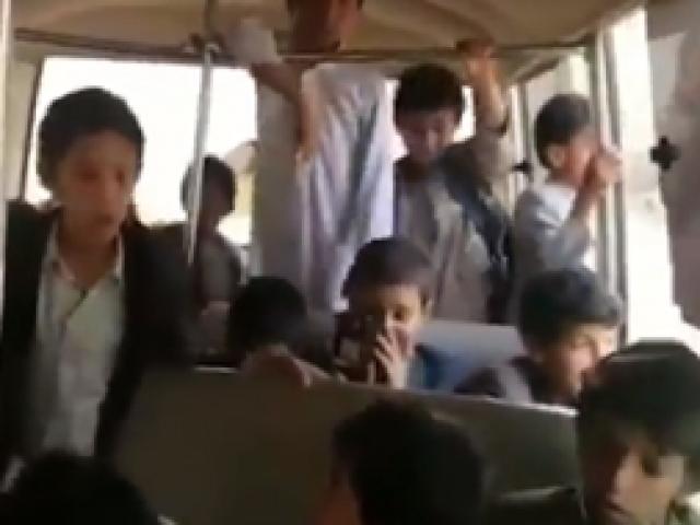 Yemende Koalisyon Güçleri çocukları taşıyan aracı hedef aldı