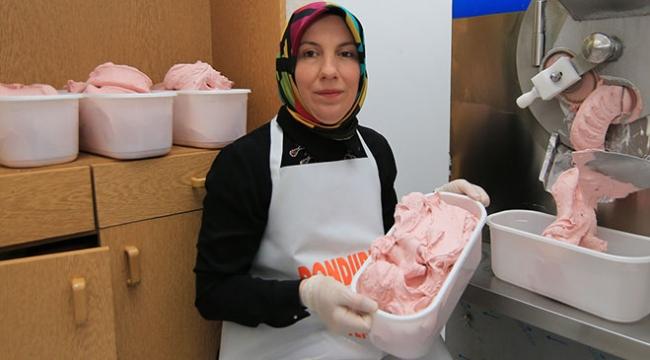 KOSGEB desteğiyle dondurmacı dükkanı açtı