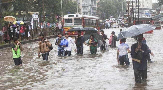 Hindistanda şiddetli yağışlar 4 can aldı