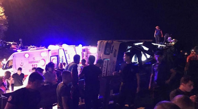 Bursada otobüs devrildi: 1 ölü, 38 yaralı