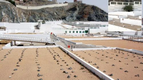 Hacı adayları Cennet-ül Mualla mezarlığını ziyaret edip dua ediyor