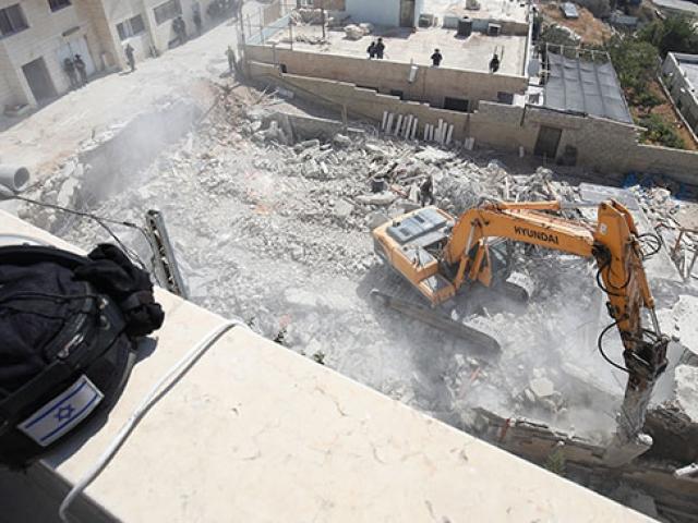 İsrail Doğu Kudüste Filistinlilere ait binayı yıktı