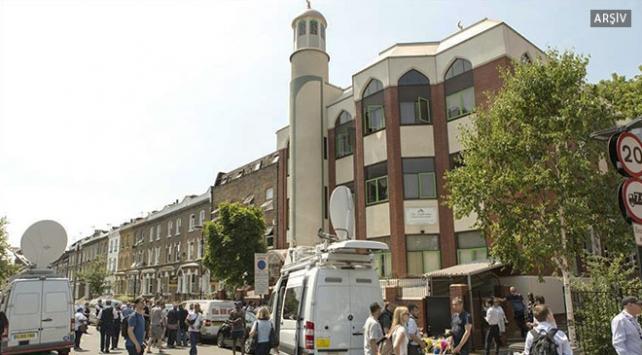 İngilterede iki camiye sapanlı saldırı