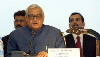 Eski Hindistan Başbakanı Vajpayee hayatını kaybetti