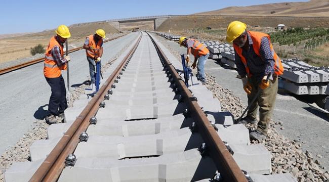 Ankara-Sivas YHT Projesinde ray serim çalışmaları hızlandı