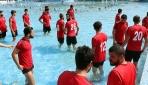 Aydınspor futbolcularından su protestosu