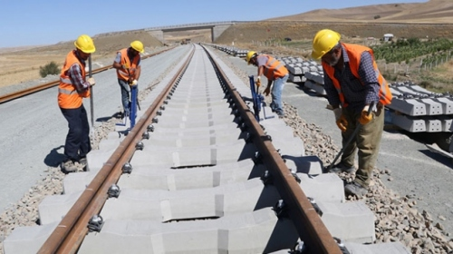 Ankara-Sivas YHT Projesi'nde ray serim çalışmaları hızlandı