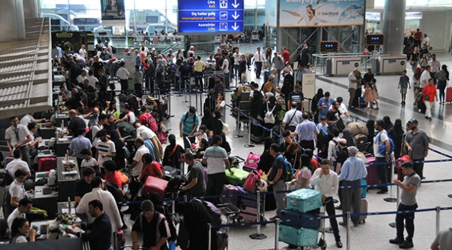 Atatürk Havalimanında bayram yoğunluğu devam ediyor