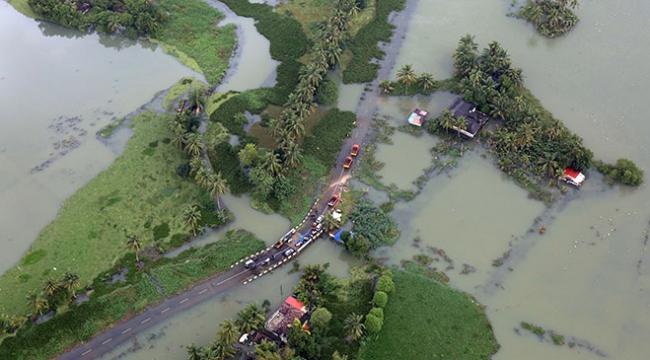 Hindistanda sel ve heyelanda mahsur kalan binlerce kişi kurtarıldı