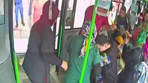 Bursada otobüste fenalaşan kadını şoför hastaneye yetiştirdi