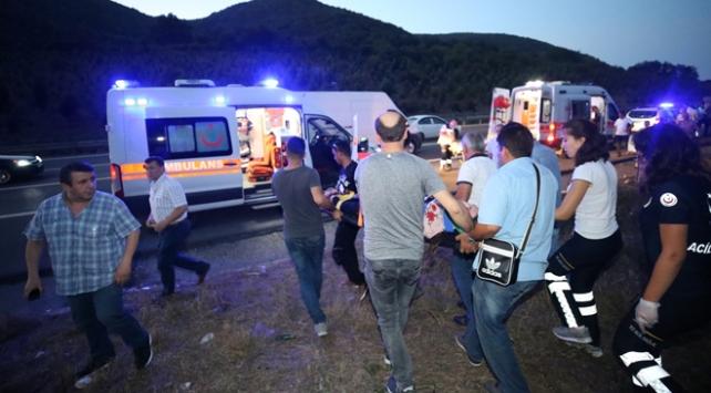 Düzcede yolcu otobüsü ile otomobil çarpıştı: 4 yaralı