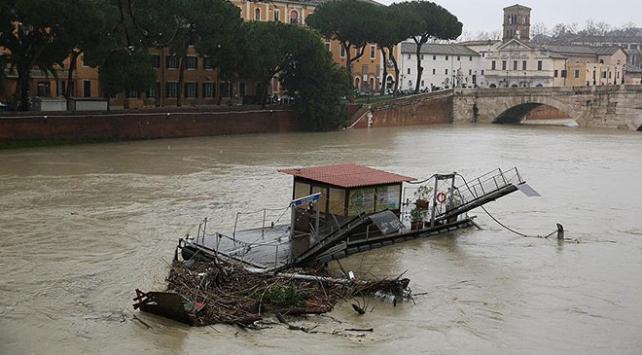 İtalyada sel felaketinde ölü sayısı 11e yükseldi