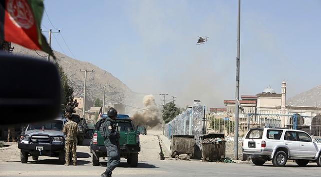 Bayram sabahı Afganistan Başkanlık binasına roketli saldırı