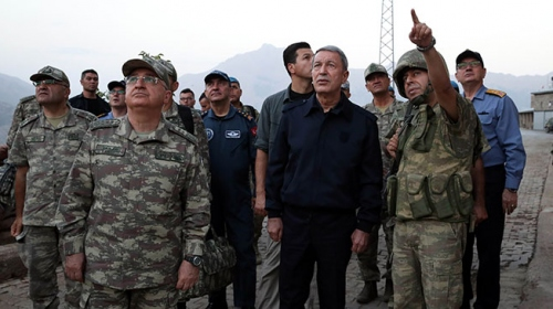 Bakan Akardan sınırdaki Mehmetçiğe bayram ziyareti