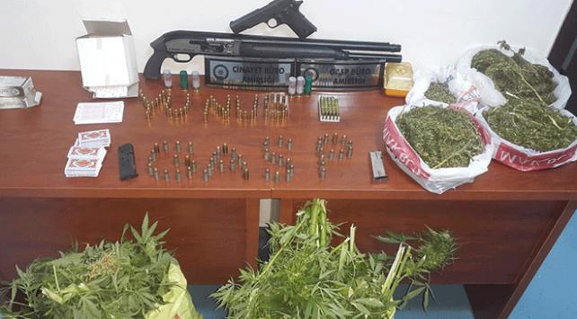 Adanada uyuşturucu ve silah operasyonu