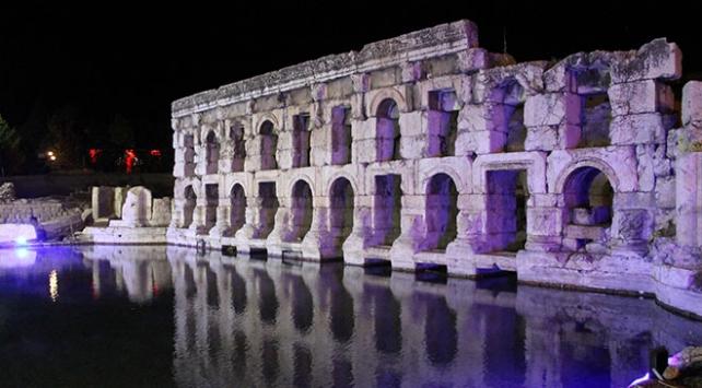 Yozgat Antik Roma Hamamının ışıklandırılmış gece görüntüsü