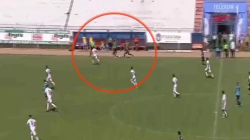 Teknik direktör futbolcuyu böyle yere düşürdü