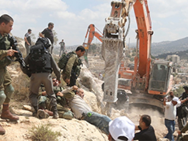 İsrail askerleri Ramallahta Filistinlilere saldırdı
