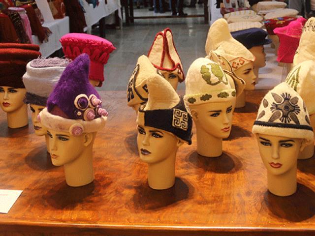 Asırlık şapkalar gün yüzüne çıktı