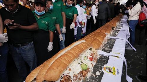 70 metrelik dev sandviçi 2 buçuk dakikada yaptılar