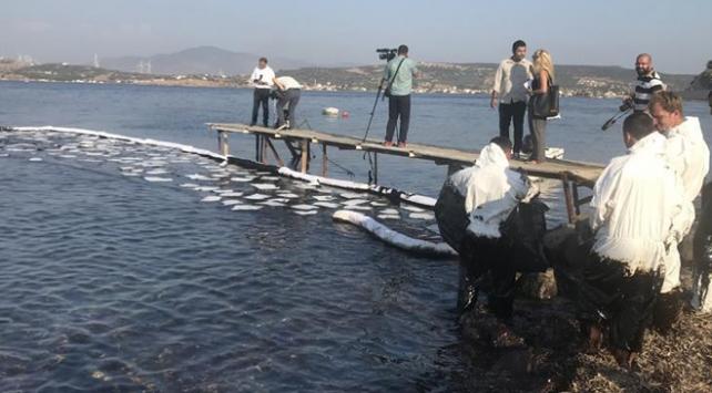 Foçada denize sızan akaryakıtın yüzde 80i temizlendi